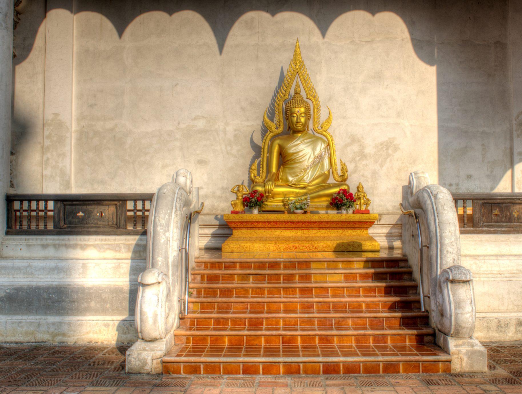 Buddha Wat Chedi Luang Chiang Mai